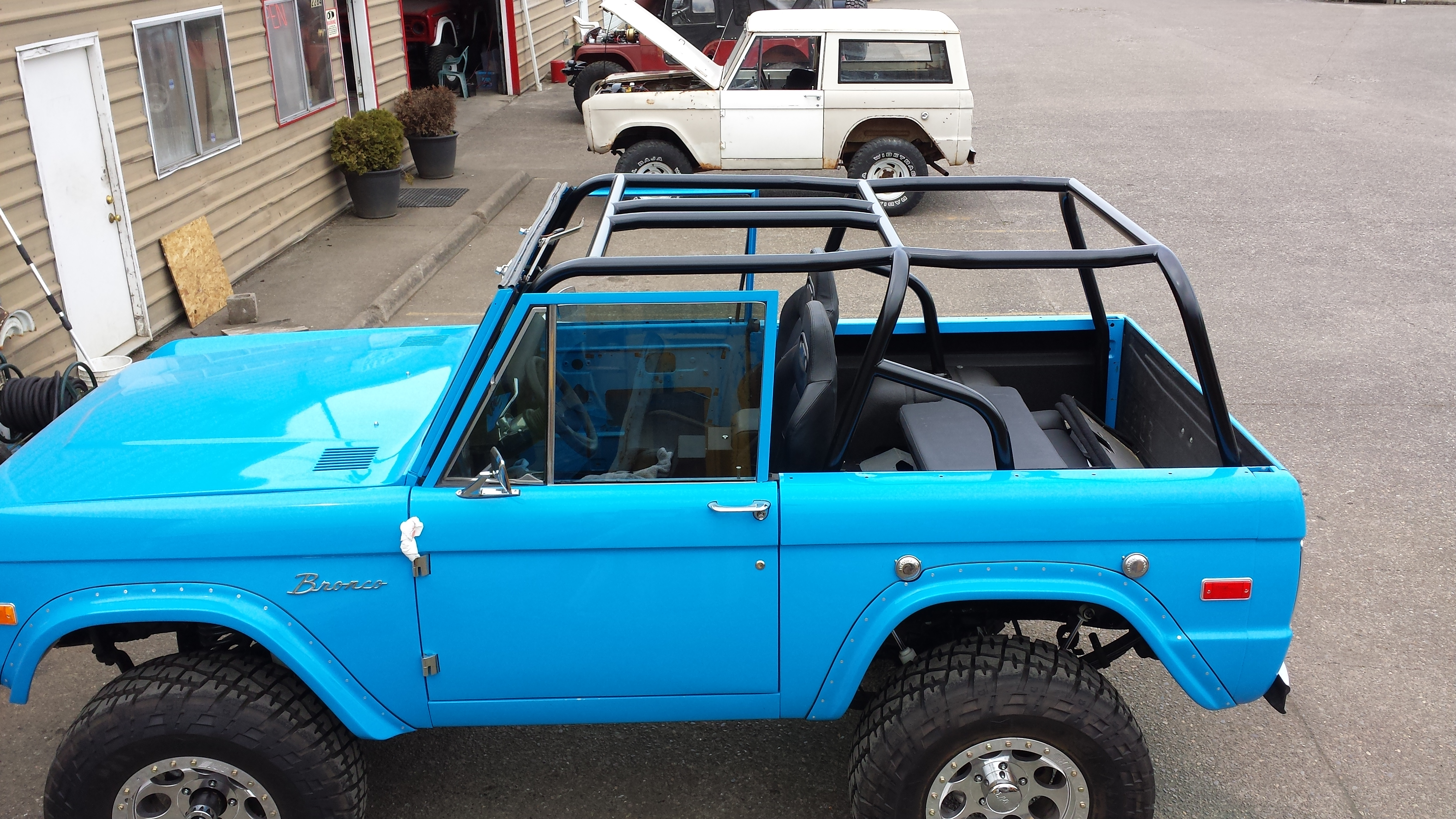 B&B Auto Repair - Blue Early Ford Bronco Roll Cage